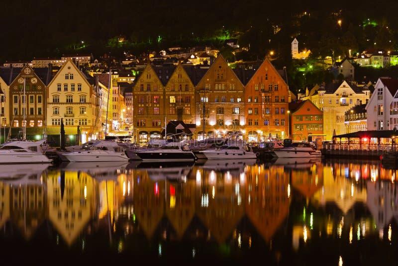 Rue célèbre de Bryggen à Bergen - en Norvège photos stock