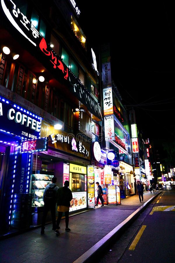 Rue Changhaï Chine de nuit images stock