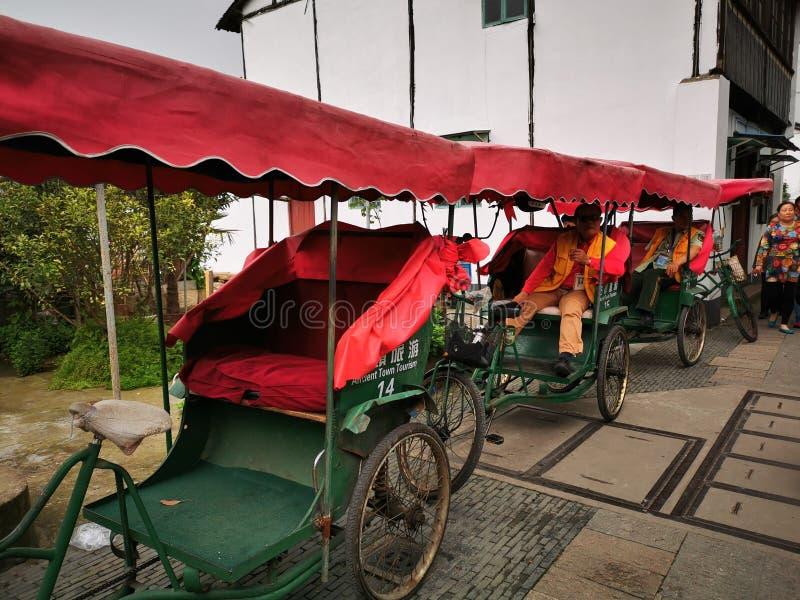 Rue chineese traditionnelle et visite touristique photos stock