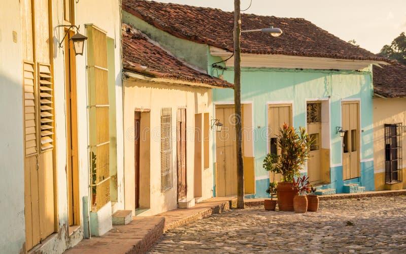 Rue coloniale dans Sancti Spiritus, Cuba photographie stock libre de droits