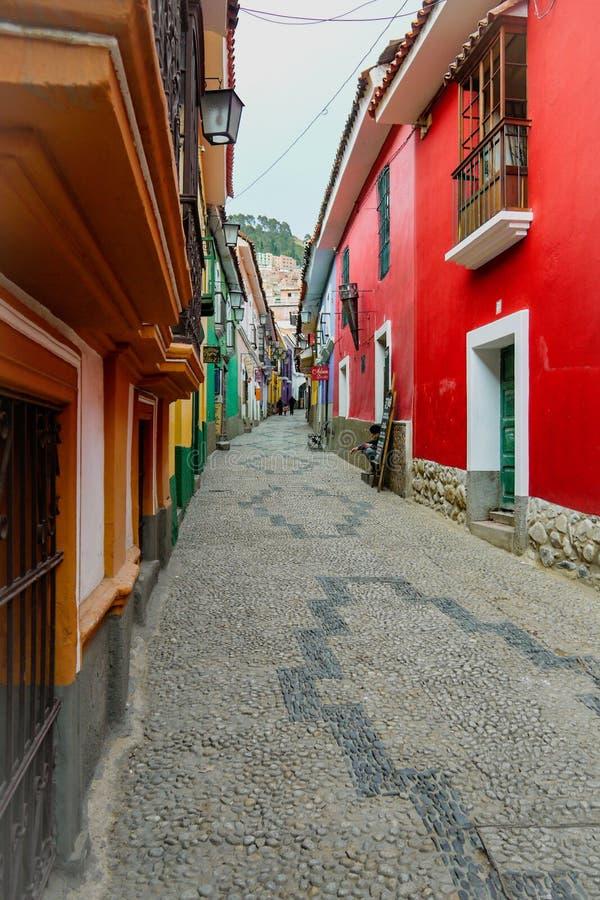 Rue colorée dans La Paz, Bolivie images libres de droits