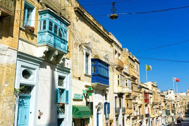 Rue colorée et traditionnelle dans Senglea, Malte photographie stock libre de droits