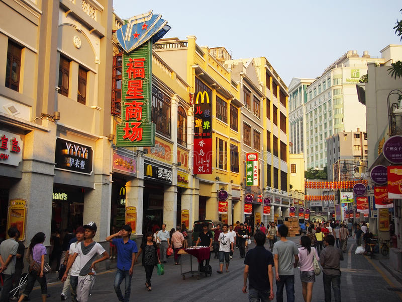 Rue commerciale de la Chine Guangzhou photographie stock libre de droits