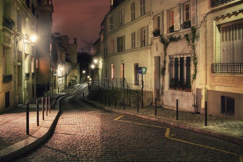 Rue Cortot på natten royaltyfri fotografi