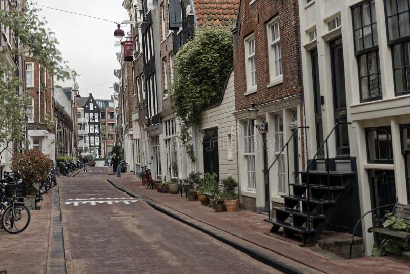 Rue d'étroit de Haarlem photo libre de droits