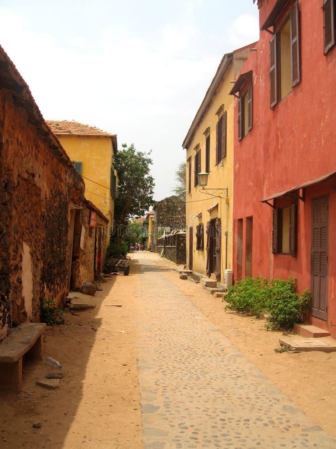 Rue d'île de Goree - Sénégal image stock