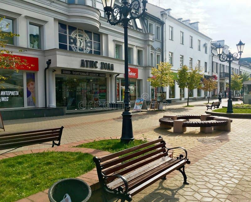 Rue d'achats de Sovetskaya au centre de la ville de Brest, Belarus photos libres de droits