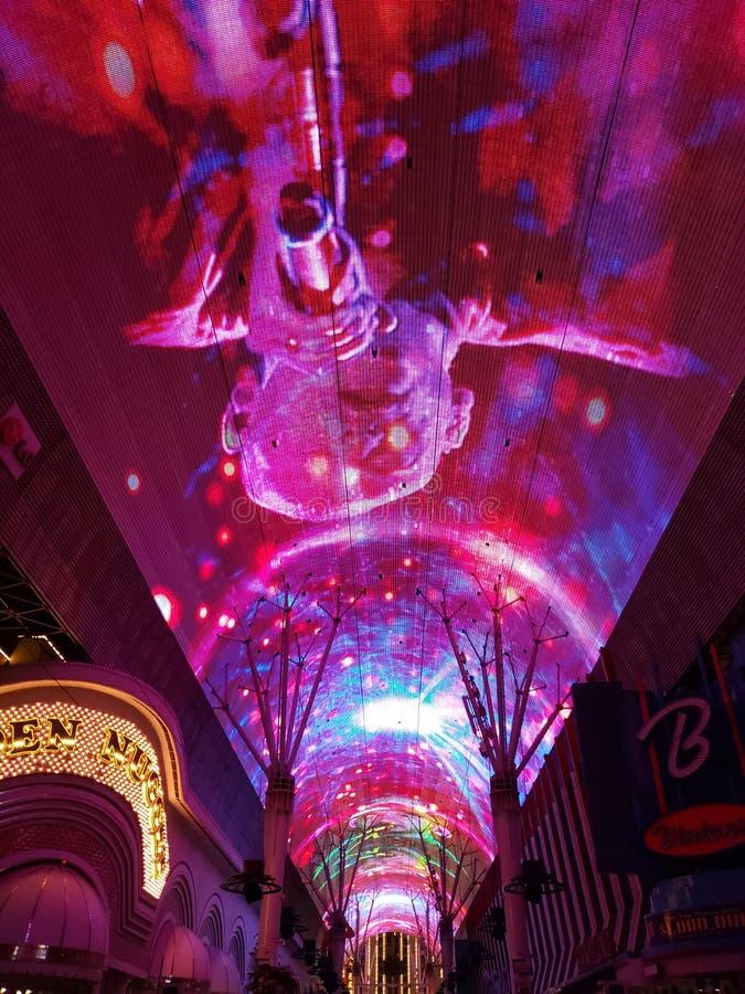 rue d'en Freemont de lux d'escroquerie d'exposition la nuit, dans la ville de Las Vegas, le Nevada image libre de droits