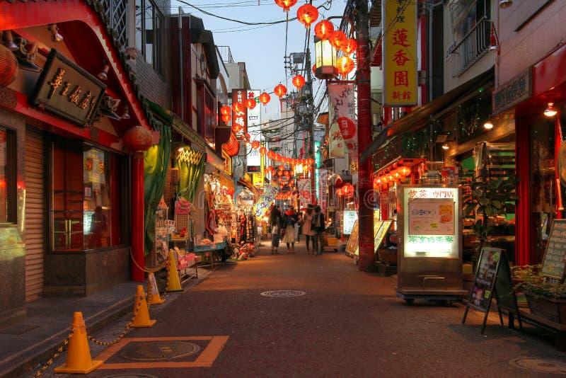 Rue dans Chinatown Yokohama, Japon image stock