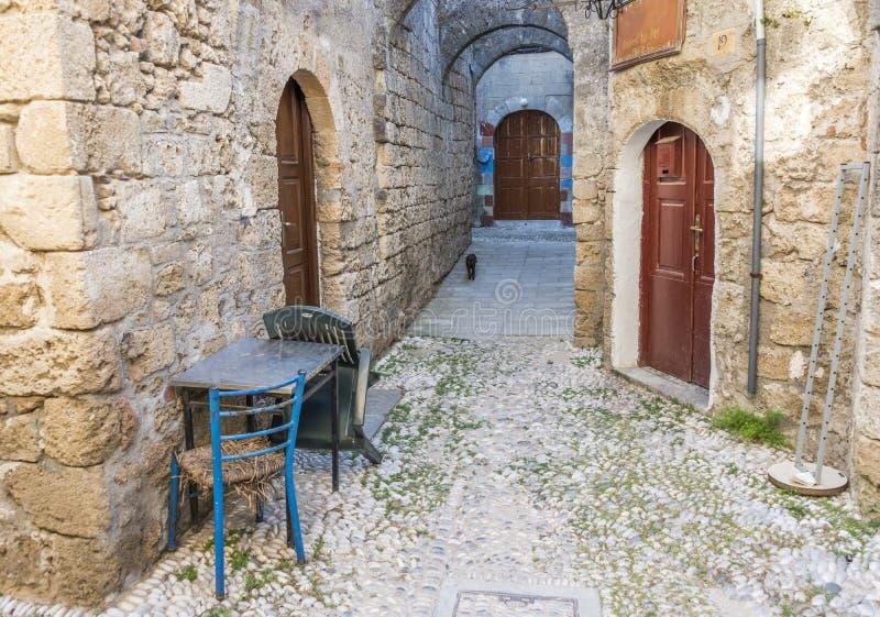 Rue dans la vieille ville de Rhodes, Grèce photos stock