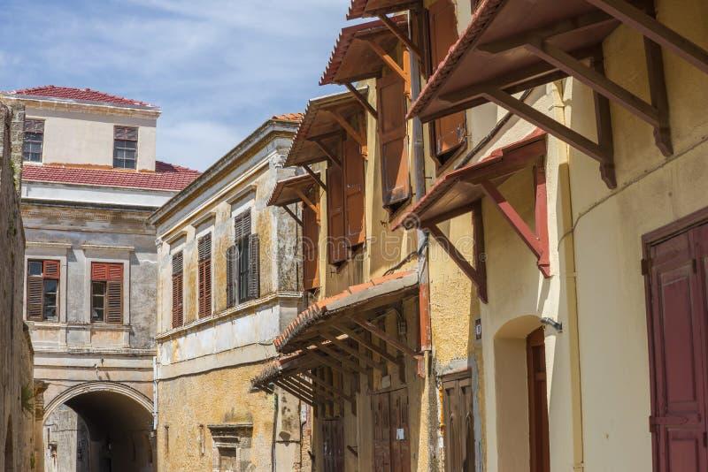 Rue dans la vieille ville de Rhodes, Grèce photographie stock