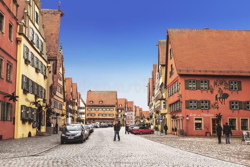 Rue dans la ville de Dinkelsbuhl, Bavière image libre de droits