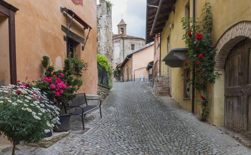 Rue dans le d'Alba de Monforte, Piémont images libres de droits