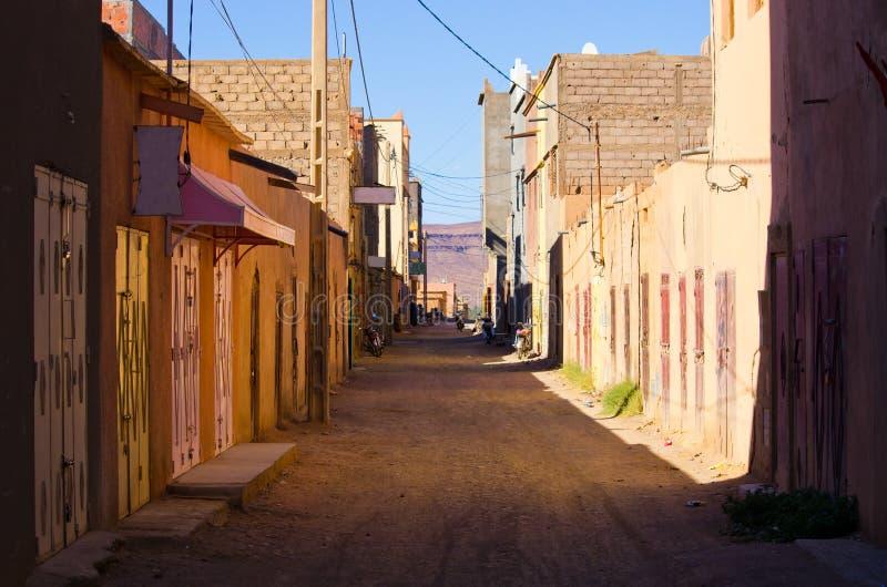 Rue dans le village marocain photographie stock libre de droits