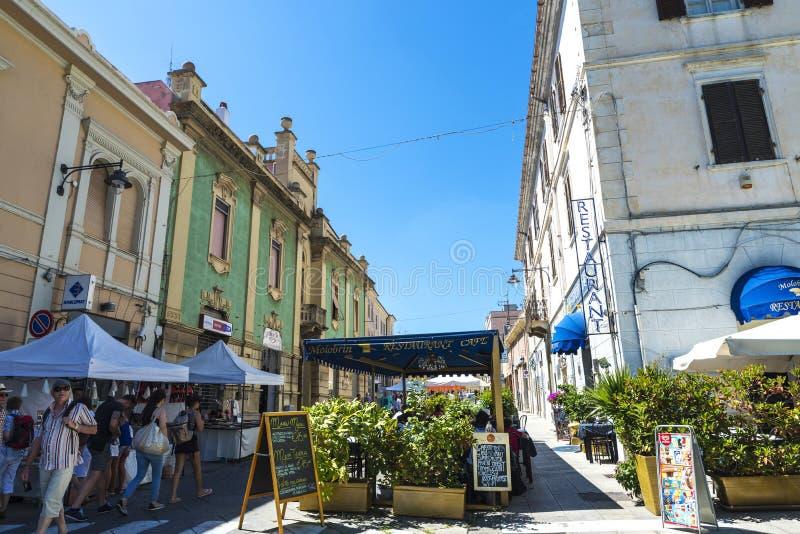 Rue dans Olbia, Sardaigne, Italie images libres de droits
