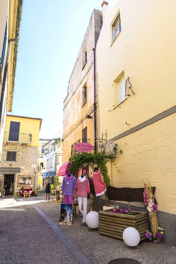 Rue dans Olbia, Sardaigne, Italie photos stock