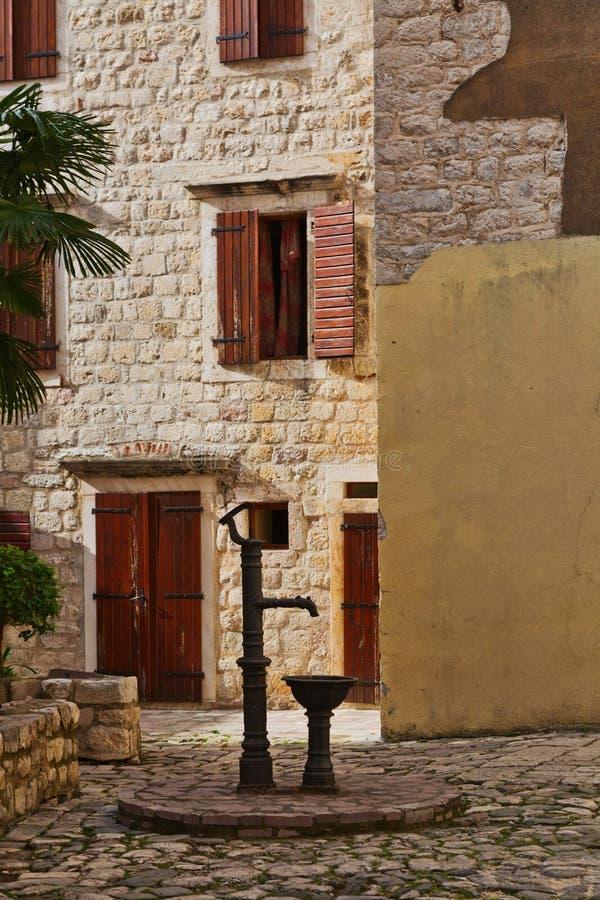 Download Rue dans vieux Kotor photo stock. Image du montenegro - 87702744