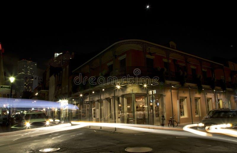 Rue de Bourbon la nuit photo stock