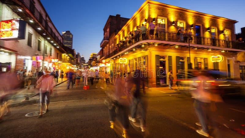 Rue de Bourbon la nuit dans le quartier français de la Nouvelle-Orléans, Lo images stock