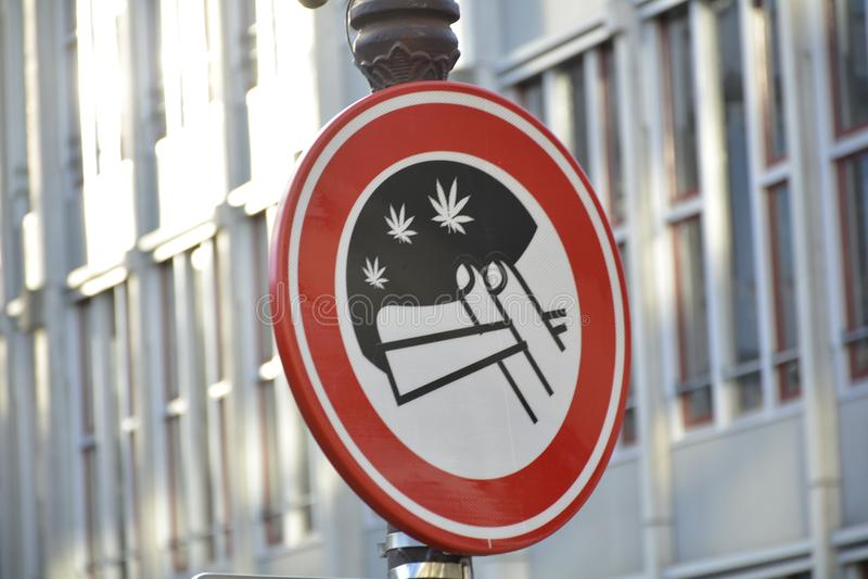 rue de connexion de Smoking' d''No d'Amsterdam images stock