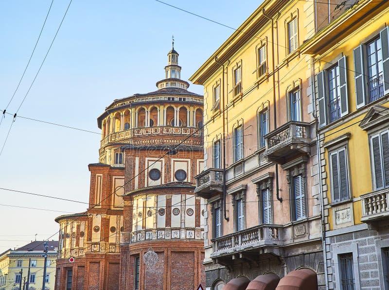 Rue de Corso Magenta avec le delle Grazie de Santa Maria de Di de basilique à l'arrière-plan Milan, Italie photos libres de droits
