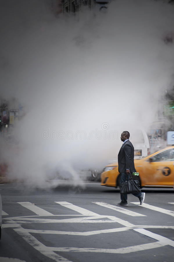 Rue de croisement d'homme d'affaires chez Herald Square New York City photos stock
