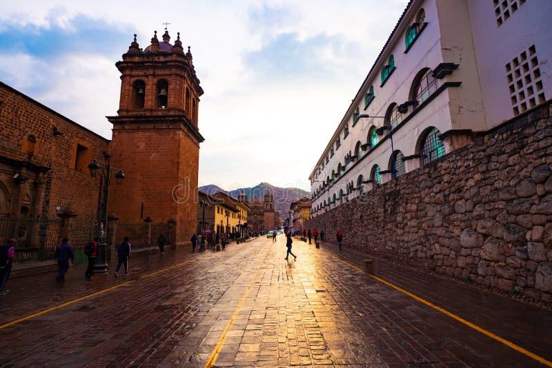 Rue de Cusco avec la belle architecture antique photo libre de droits