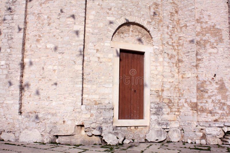 rue de donat d'église Zadar Croatie mur de texture de fond images stock