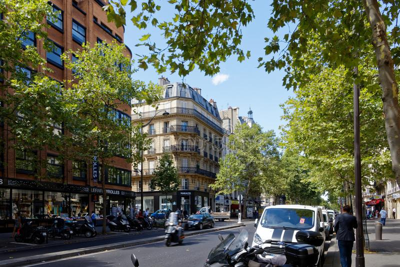 Rue de Ecoles i Paris royaltyfria foton