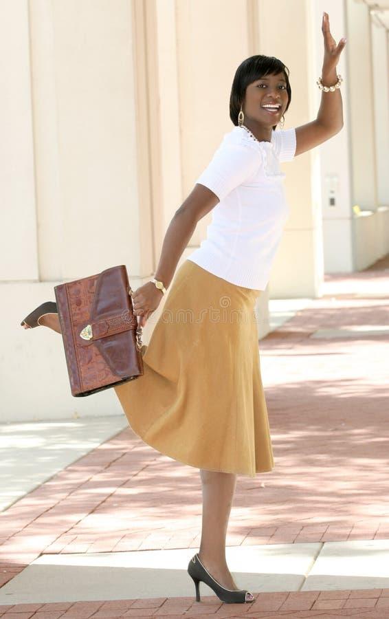 Rue de femme d'affaires d'Afro-américain image libre de droits