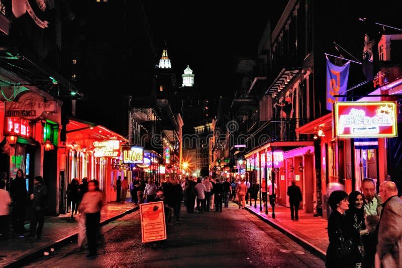 Rue de la Nouvelle-Orléans Bourbon la nuit photos libres de droits