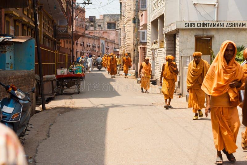 Rue de marche de Haridwar de pélerinage religieux images stock