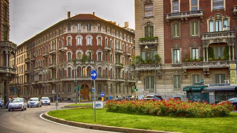 Rue de Milan, Italie Le centre-ville moderne image stock
