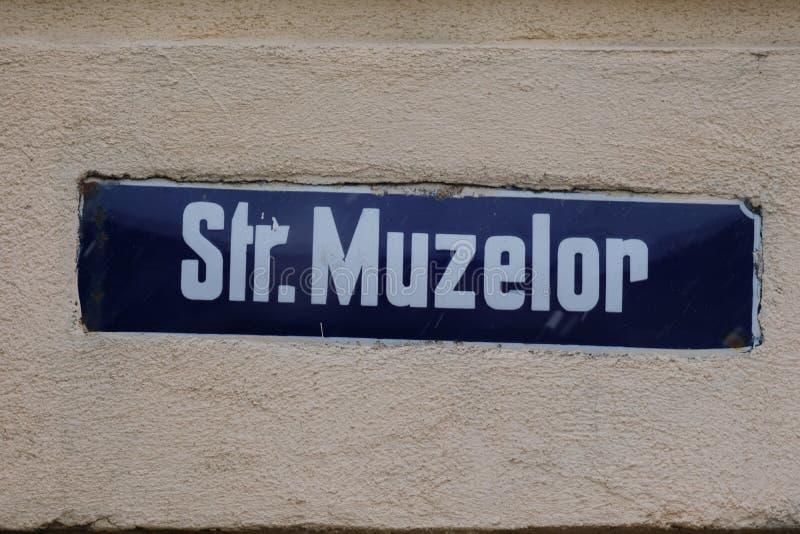 Rue de Muzelor, panneau routier métallique, Bucarest, Roumanie images libres de droits
