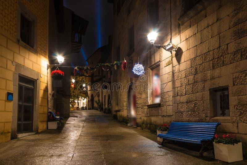 Rue de nuit dans Poble Espanyol, Barcelone, Espagne photographie stock libre de droits