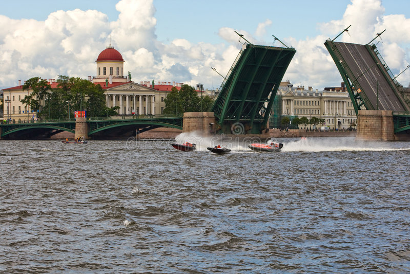 rue de Pétersbourg d'échange de passerelle image libre de droits