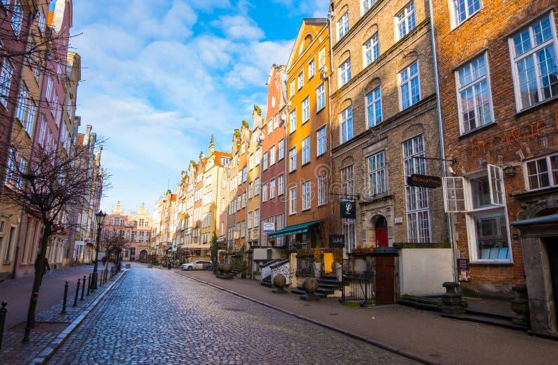 Rue de Piwna et académie des beaux-arts dans la vieille ville de Danzig, Pologne photographie stock