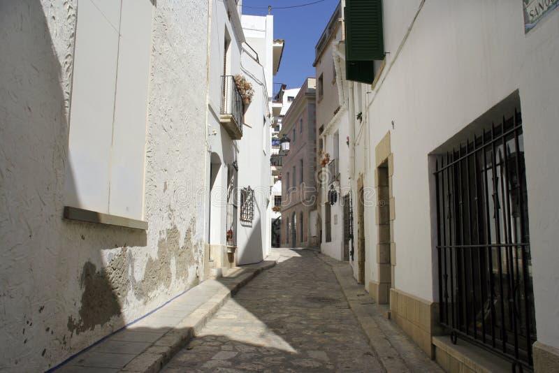 Download Rue de Sitges photo stock. Image du méditerranéen, sièste - 731056
