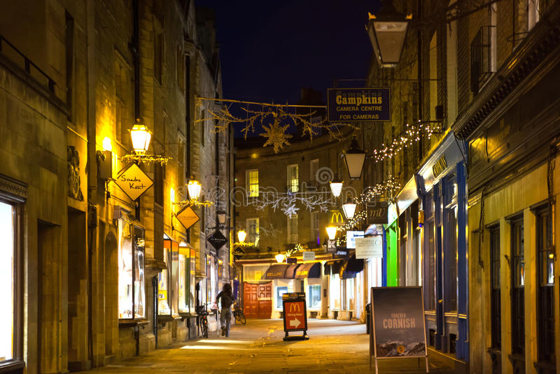 Rue de trinité avec des boutiques, cafés image libre de droits