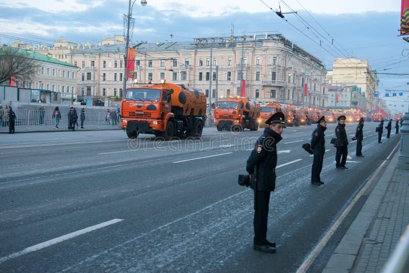 Rue de Tverskaya de nettoyage photo stock