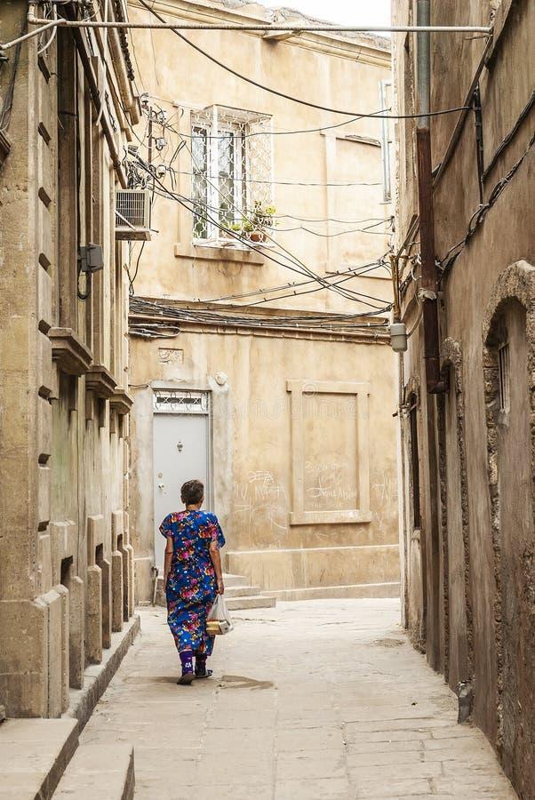 Rue de ville de ville de Bakou vieille en Azerbaïdjan images stock