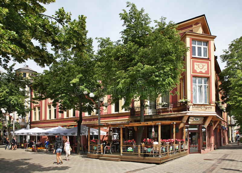Rue de Vilniaus dans Siauliai lithuania photos libres de droits