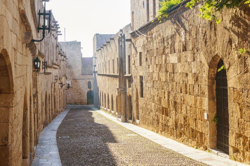 Rue des chevaliers en Rhodes, Grèce image stock