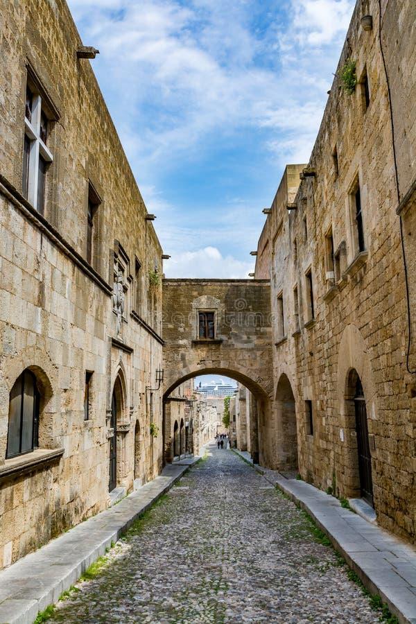 Rue des chevaliers, Rhodes, Grèce photos libres de droits