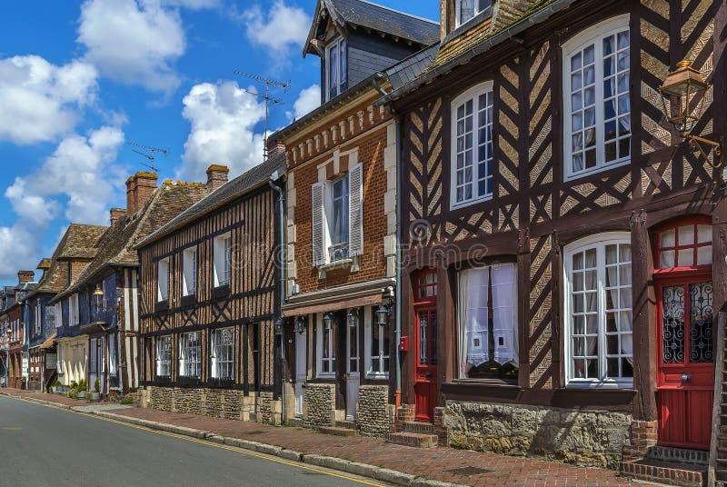 Rue en Beuvron-en-Auge, France photo libre de droits