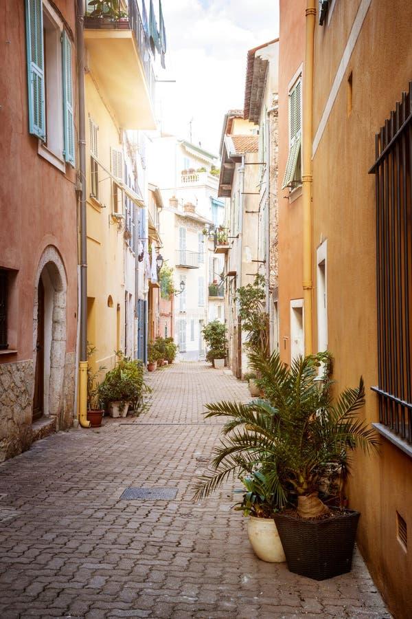 Rue ensoleillée dans le Villefranche-sur-Mer photo libre de droits