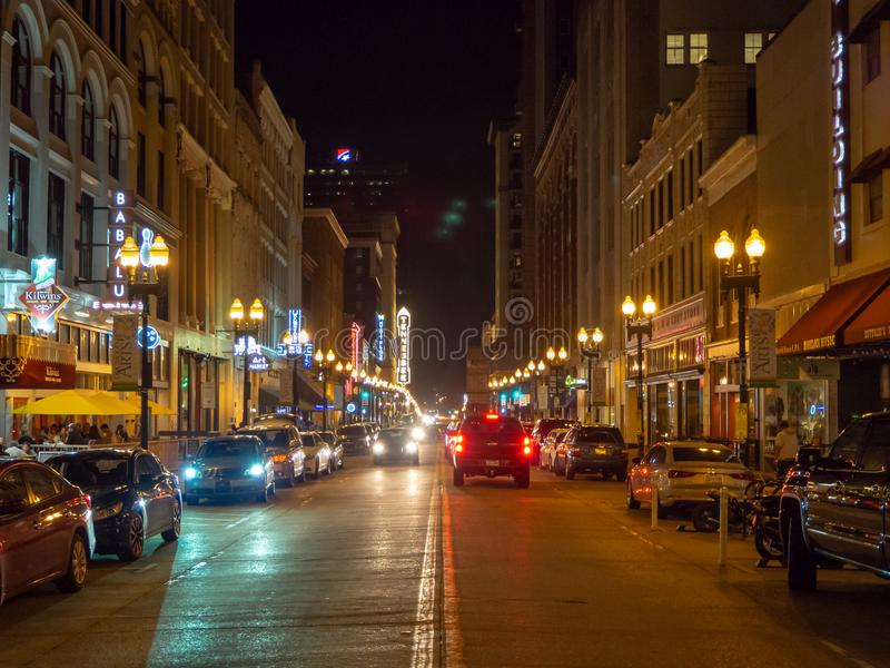Rue gaie, Knoxville, Tennessee, Etats-Unis d'Amérique : [La vie de nuit au centre de Knoxville] images libres de droits