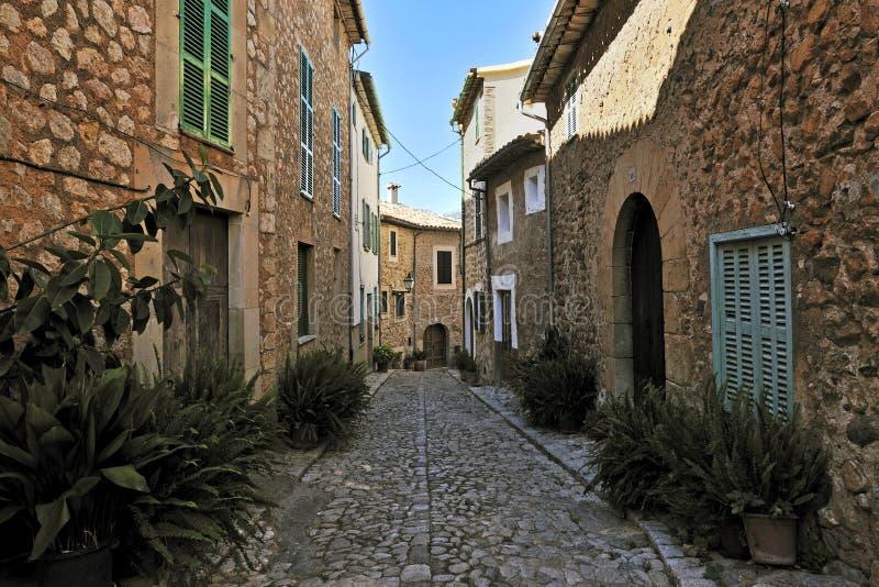 Rue historique dans Biniaraix image stock