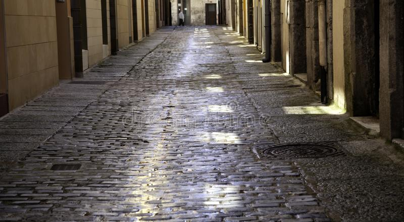Rue humide de village photo stock