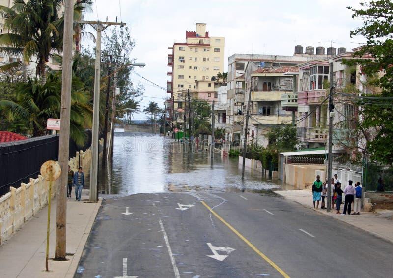 Rue inondée en Havana Cuba après une tempête images libres de droits